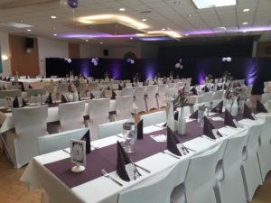Hochzeitsdekoration in Beerenfarben im Dekorationsvlerleih von kds events